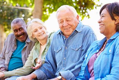 Adultos Mayores riendo